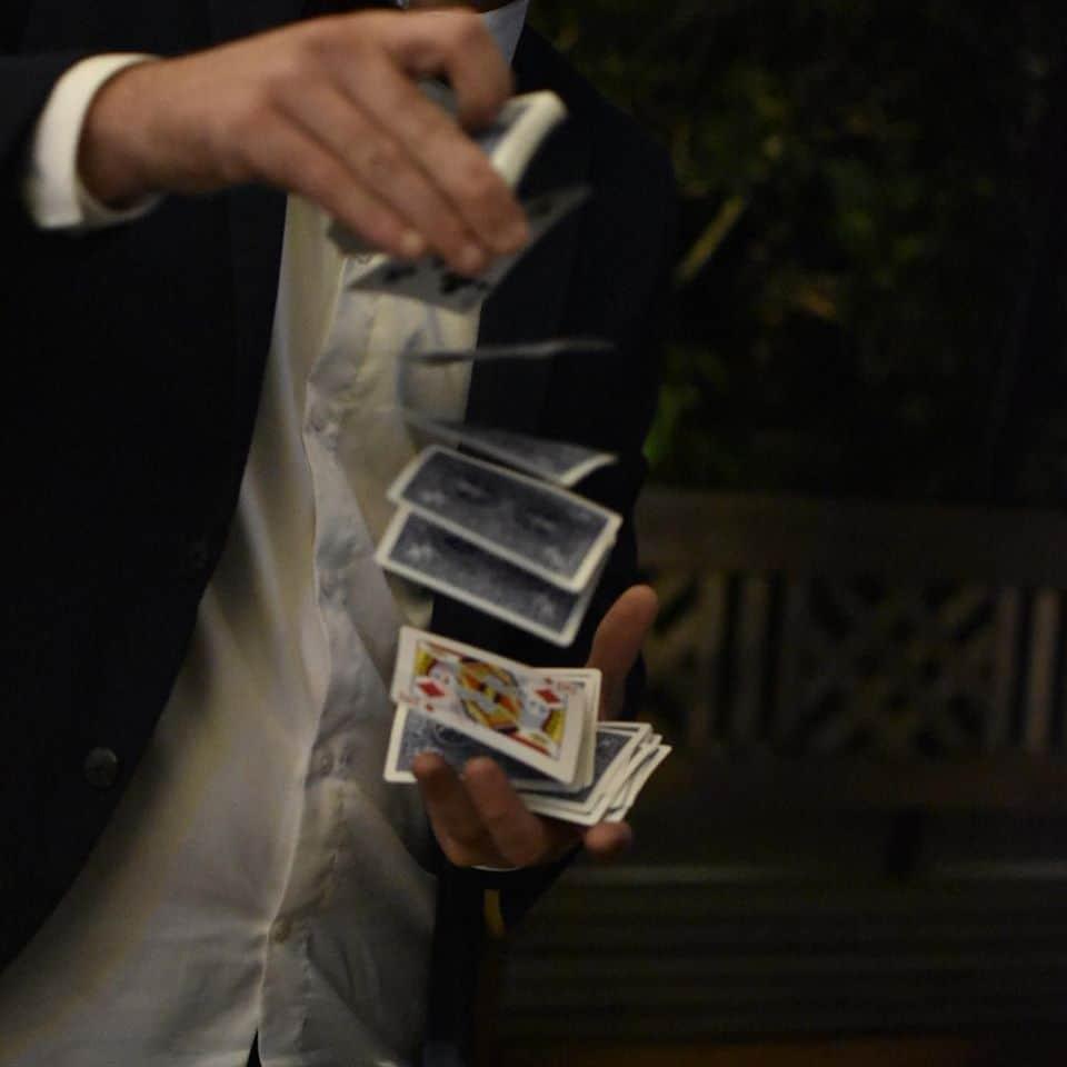 Spectacle de magie - tour de cartes - Hugo L Mago - Nantes
